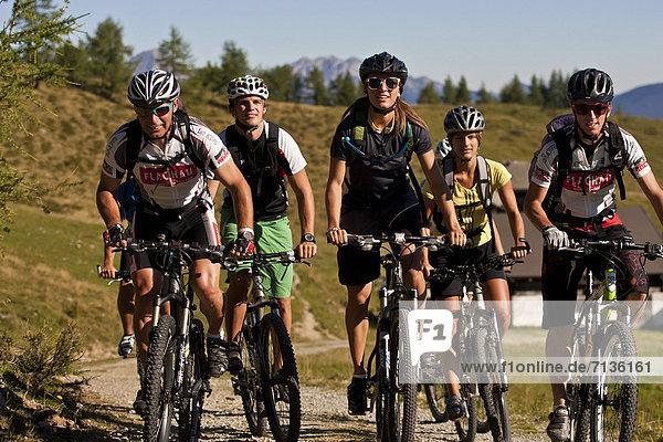 Mountainbike  mountain bike  Jugendlicher  Europa  Frau  Mann  Sport  radfahren  Fahrrad  Rad  Fahrradfahrer  Österreich  Spaß