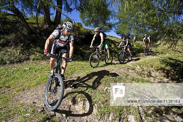 Mountainbike  mountain bike  Jugendlicher  Europa  Mann  Sport  radfahren  Fahrrad  Rad  Fahrradfahrer  Österreich  Spaß