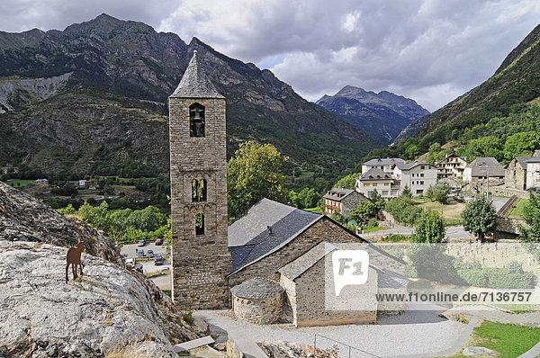 Sant Joan  romanische Kirche  Unesco Weltkulturerbe  Boi  La Vall de Boi  Pyrenäen  Provinz Lleida  Cataluna  Katalonien  Spanien  Europa  ÖffentlicherGrund