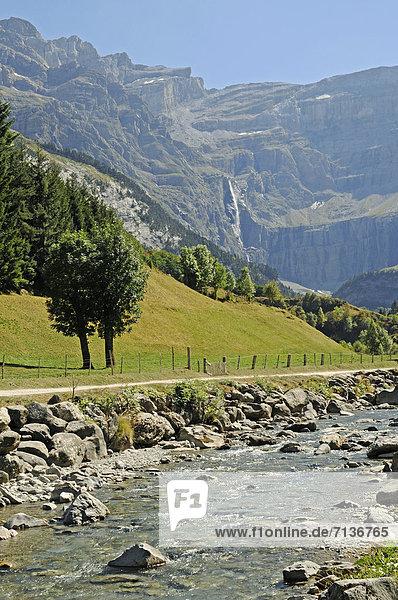 Grande Cascade  Gavarnie-Fälle  Wasserfall  Fluss  Gebirge  Gavarnie  Midi Pyrenees  Pyrenäen  Departement Hautes-Pyrenees  Frankreich  Europa  ÖffentlicherGrund