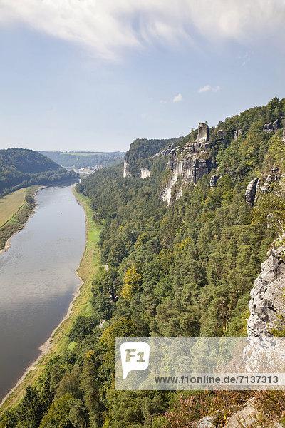 Blick auf die Elbe von der Bastei  Sachsen  Deutschland  Europa
