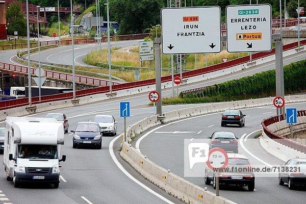 Auto  Lastkraftwagen  Autobahn  Spanien  Straßenverkehr