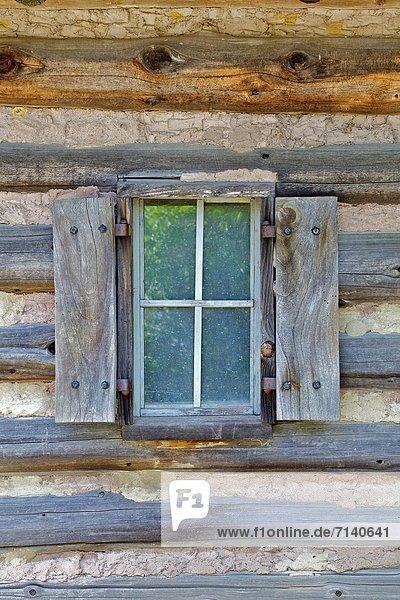 Blockhaus Fenster Ländliches Motiv ländliche Motive Holz Jalousie Handwerkserzeugnis