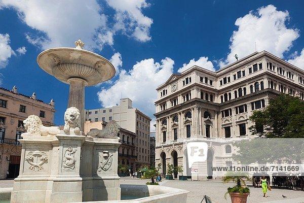 Havanna  Hauptstadt  Springbrunnen  Brunnen  Fontäne  Fontänen  Gebäude  Stadtplatz  Kuba  Zierbrunnen  Brunnen