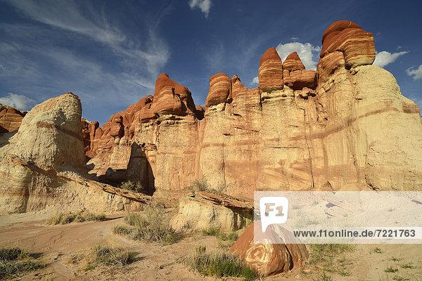 Durch Mineralien verfärbte  erodierte Hoodoos und Felsformation des Blue Mosquito Canyon  Coal Mine Mesa  Painted Desert  Hopi Reservation  Navajo Nation Reservation  Arizona  Südwesten  Vereinigte Staaten von Amerika  USA