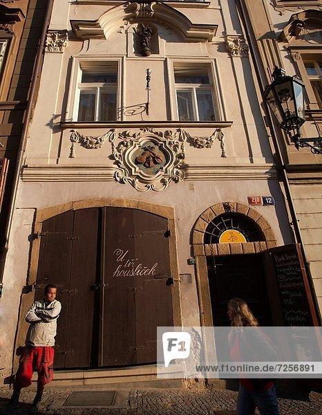 Prag Hauptstadt gebraucht Europa Wohnhaus Zeichen Tschechische Republik Tschechien 3 Nummer Geige Jahrhundert Mala Strana alt Signal