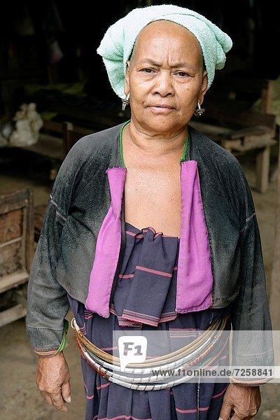 Basketballkorb  Korb  Frau  Einheit  Produktion  Dorf  Prinzessin  Original  Entdeckung  Perle  Zimmer  Kostüm - Faschingskostüm  Kleidung  Ethnisches Erscheinungsbild  Mythologie  China  Myanmar  Mon  Gewerkschaft  Yunnan