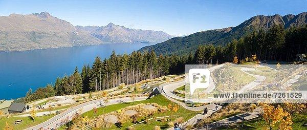 Spur  Panorama  über  Pazifischer Ozean  Pazifik  Stiller Ozean  Großer Ozean  neuseeländische Südinsel  Neuseeland  Otago  Queenstown