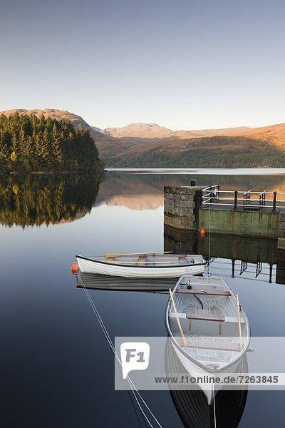 Europa  Großbritannien  Boot  vertäut  Rudern  See  Schottland  Stirling