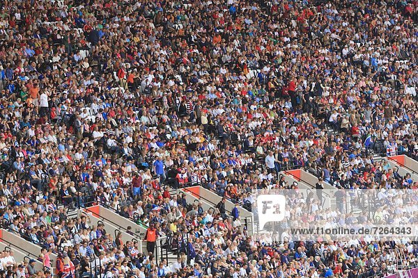 Europa  beobachten  Großbritannien  London  Hauptstadt  Spiel  groß  großes  großer  große  großen  Olympische Spiele  Olympiade  Stadion  Menschenmenge  England