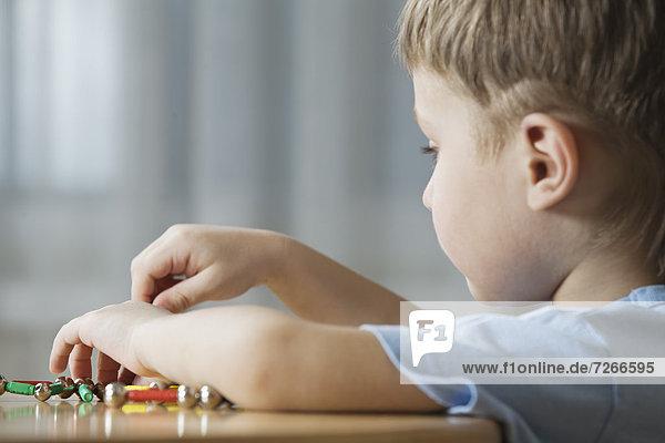 Form  Formen  Junge - Person  Spiel  jung  spielen