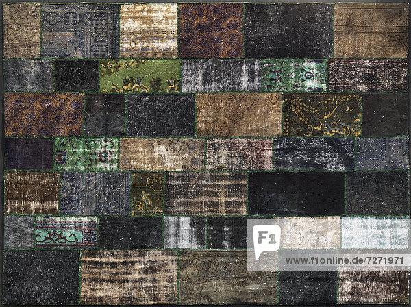 Flickenteppich aus recycelten alten Teppichen