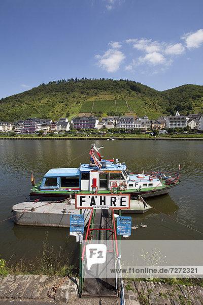 Fähre und Stadtteil Cond an der Mosel  Cochem  Mosel  Rheinland-Pfalz  Deutschland  Europa  ÖffentlicherGrund