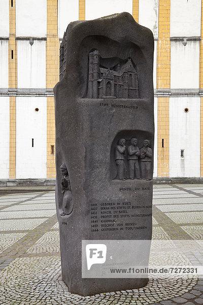 Gedenkstein und Skulptur am Florinsmarkt  Koblenz  Rheinland-Pfalz  Deutschland  Europa  ÖffentlicherGrund