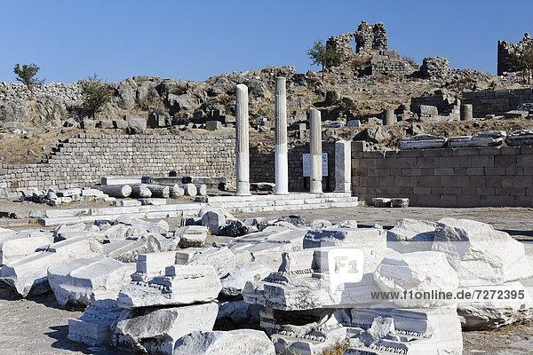 Ruins and columns at the archaeological site of Pergamum  Pergamon  Bergama  Izmir  Turkey  Asia