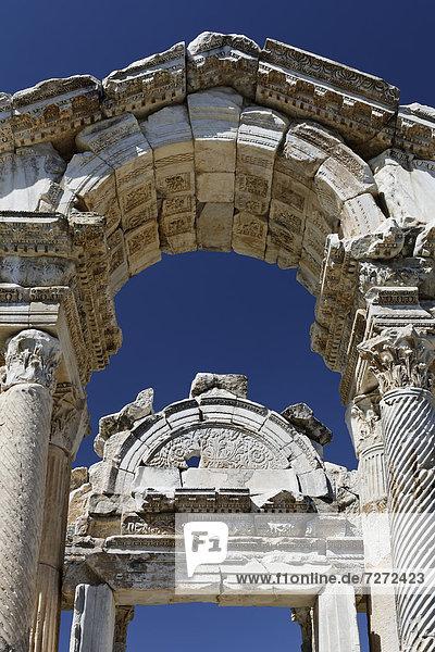 Tetrapylon or Propylon at the ancient archaeological site of Aphrodisias  Geyre  Karacasu  Aydin  Western Turkey  Turkey  Asia