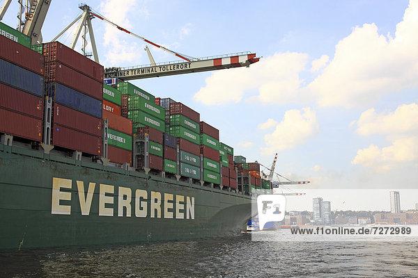 'Containerschiff ''Evergreen'' wird entladen  Containerhafen  Hamburger Hafen  Hansestadt Hamburg  Deutschland  Europa'