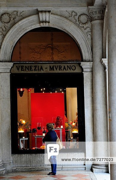 Europa  Glas  Markierung  Quadrat  Quadrate  quadratisch  quadratisches  quadratischer  Laden  Markusplatz  Italien  Murano  Venedig