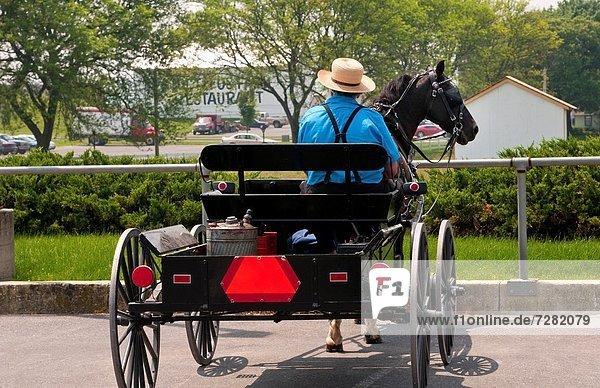 Mann  Straße  Zimmer  Mode  Transport  Esskultur  Amische  Lancaster  alt  Pennsylvania