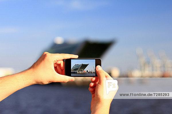 Hände fotografieren mit dem Handy