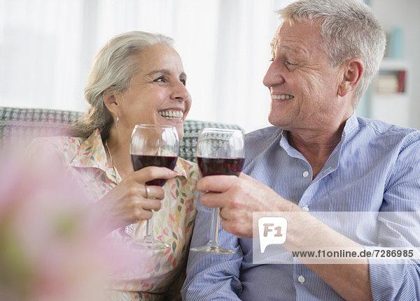 Wein  Senior  Senioren  rot  trinken