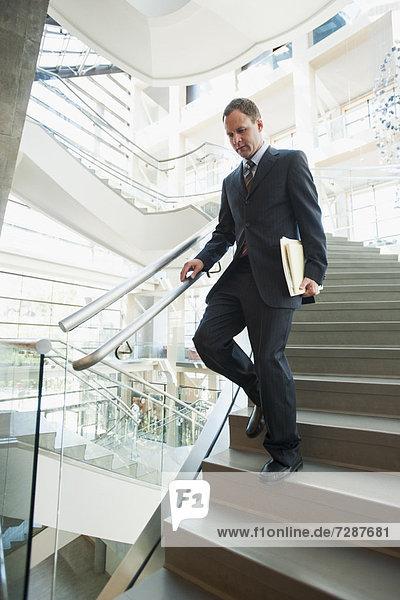 Stufe  Mann  gehen  Büro