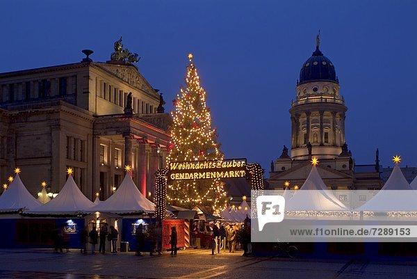 Weihnachtsmarkt am Gendarmenmarkt  Berlin  Deutschland