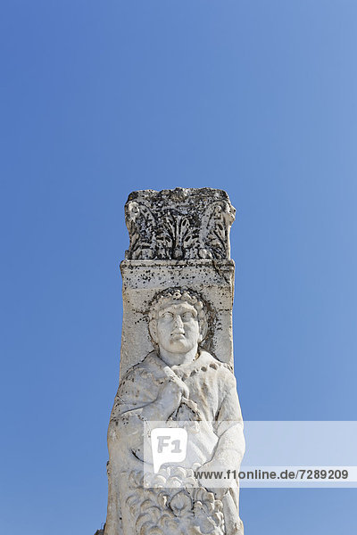 Statue in Curetes Street  UNESCO World Heritage Site  Ephesus  Ephesos  Efes  Izmir  Turkish Aegean  western Turkey  Turkey  Asia