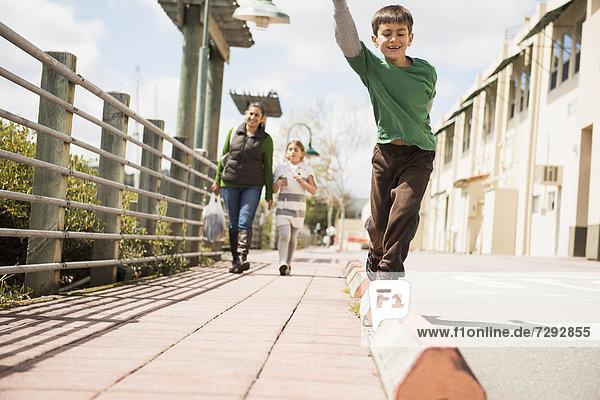 Ecke  Ecken  Junge - Person  Weg  balancieren
