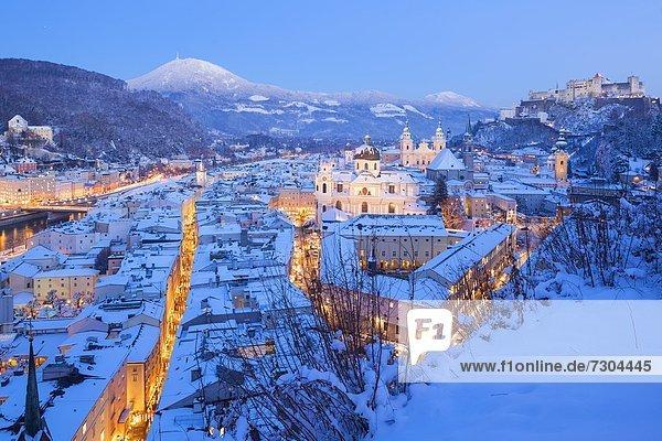 Altstadt von Salzburg zur Adventszeit  Österreich