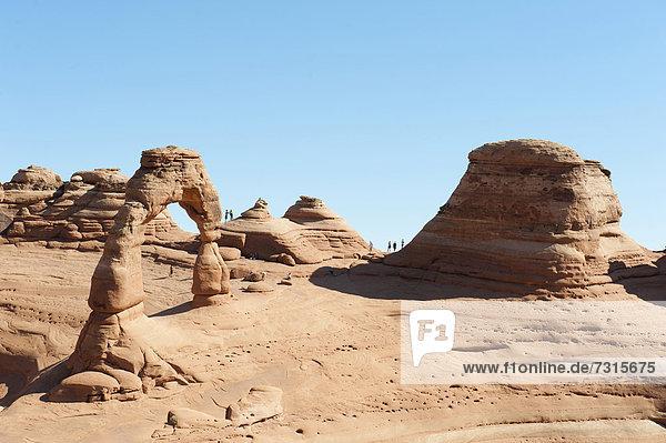 Roter Sandstein  Natur-Steinbogen und Fels-Formation  Delicate Arch  Arches-Nationalpark  Utah  Westen der USA  Vereinigte Staten von Amerika  Nordamerika