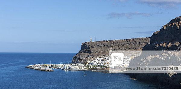 Blick auf Port de Mogan  Gran Canaria  Kanarische Inseln  Spanien  Europa  ÖffentlicherGrund