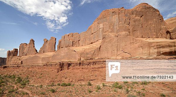 Felsformation Park Avenue Trail  Trailhead  Aussichtspunkt  Arches-Nationalpark  Moab  Utah  Vereinigte Staaten von Amerika  USA