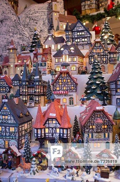 Blumenmarkt Form Formen Modellhaus Tradition Weihnachten Laterne - Beleuchtungskörper verkaufen Köln Handwerk Deutschland Markt alt Blumenmarkt,Form,Formen,Modellhaus,Tradition,Weihnachten,Laterne - Beleuchtungskörper,verkaufen,Köln,Handwerk,Deutschland,Markt,alt