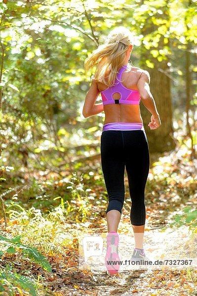 blond , Frau , Rückansicht , Tischset , folgen , Kleidung , Wald , joggen , Ansicht , work out , alt , Jahr
