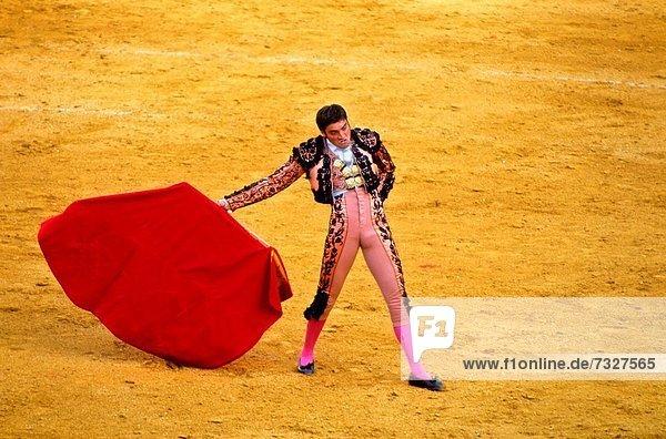 Europa Stadtplatz Andalusien Stierkampf Torero Sevilla Spanien