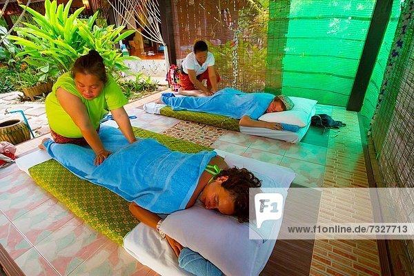 Masajes Long beach Isla Phi Phi Leh Provincia de Krabi  Tailandia