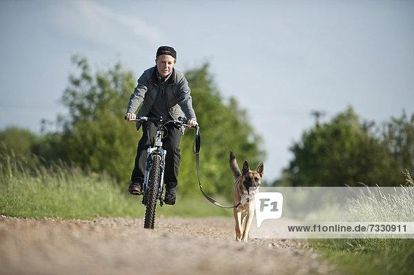 Malinos läuft am Fahrrad