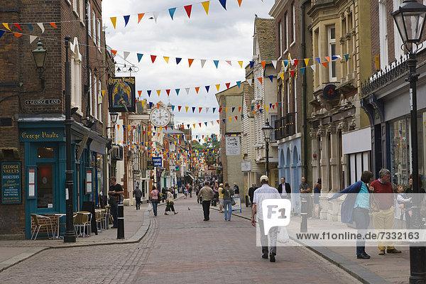 Hauptstraße von Rochester  Kent  England  Großbritannien  Europa