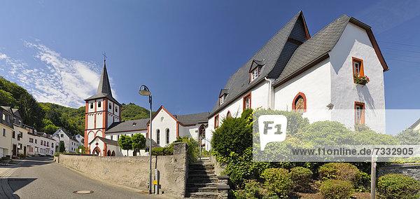 Katholische Pfarrkirche St. Bartholomäus  Bartholomäuskirche und Villa Brosius  Hirzenach  Boppard  Unesco Weltkulturerbe Oberes Mittelrheintal  Rheinland-Pfalz  Deutschland  Europa