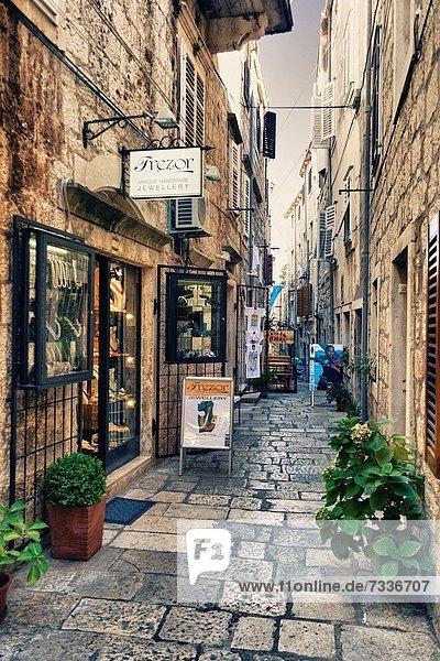 Straße  Stadt  Kroatien  Korcula  schmal  alt
