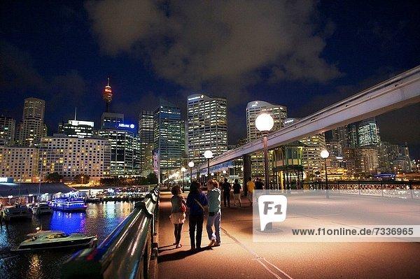 Mensch  Menschen  gehen  Nacht  Brücke  Sydney