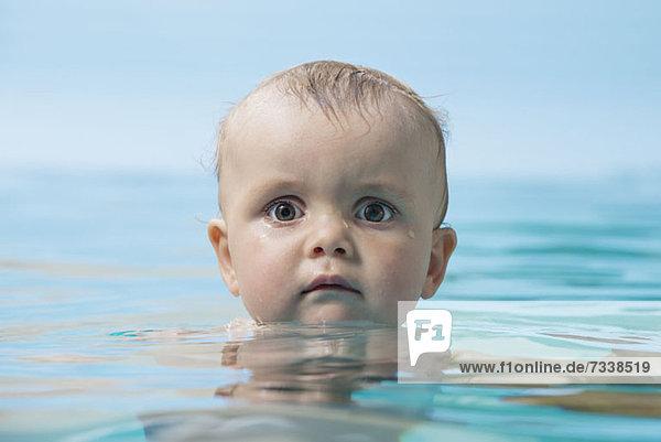 Baby im Wasser Baby im Wasser