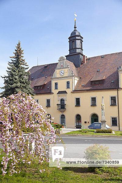 Rathaus  Markt  Lommatzsch  Sachsen  Deutschland  Europa