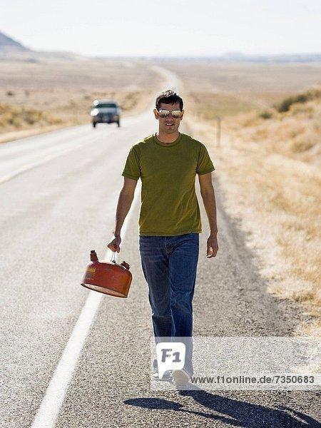 Mann  gehen  Gas