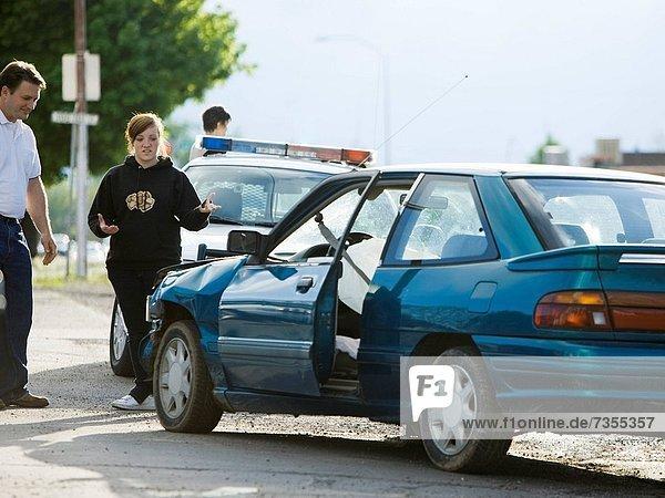 Mensch  sehen  Menschen  Auto  Unfall