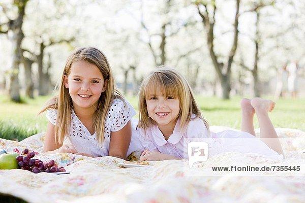 blühen  2  Obstgarten  Mädchen