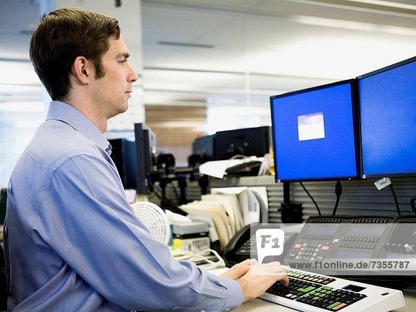 Mann  arbeiten  Hemd  blau