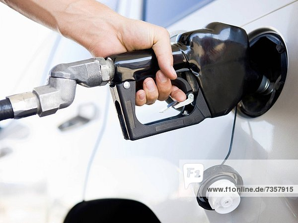 Auto  Gas  aufpumpen