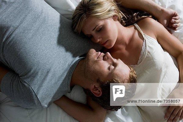 liegend  liegen  liegt  liegendes  liegender  liegende  daliegen  Bett  jung